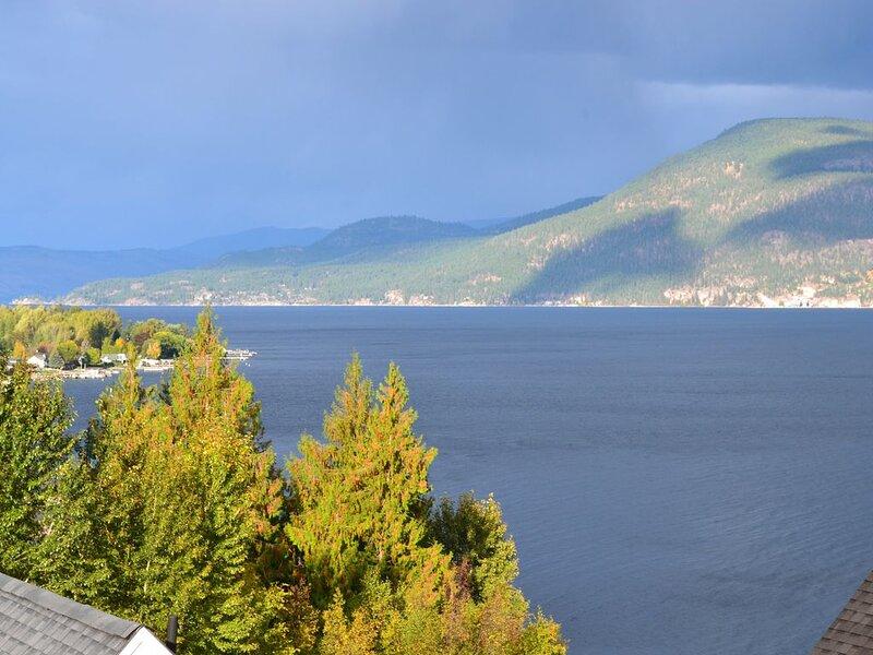 Spectacular Okanagan Lake View Cottage at La Casa Cottage Resort, Kelowna, vakantiewoning in South Fintry