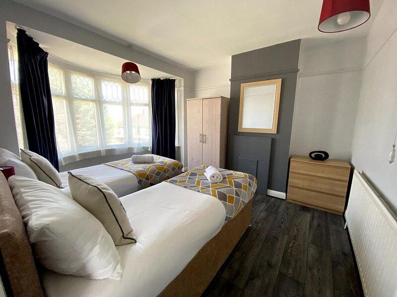 Exton House - Huku Kwetu (Luton), holiday rental in Bedfordshire