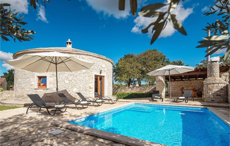 3 Zimmer Unterkunft in Skicini, location de vacances à Jursici