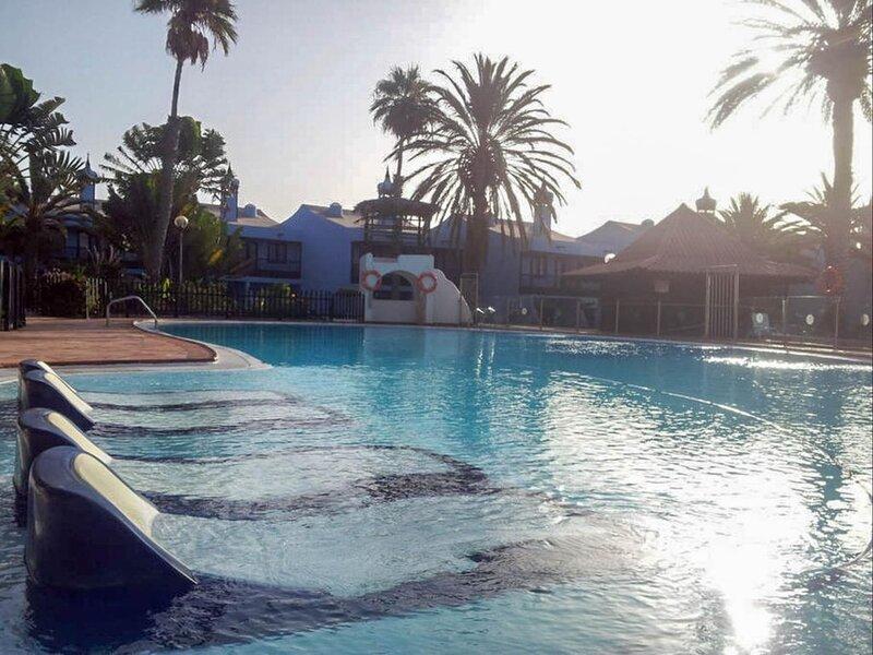 Bungalow terraza privada con jardin y piscina by Lightbooking, location de vacances à San Agustin