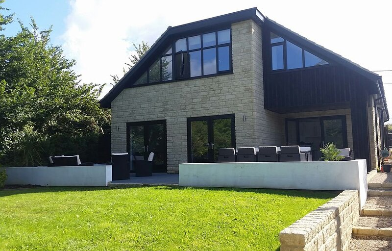 Luxury accommodation  in the beautiful village of Brighstone., vacation rental in Brighstone