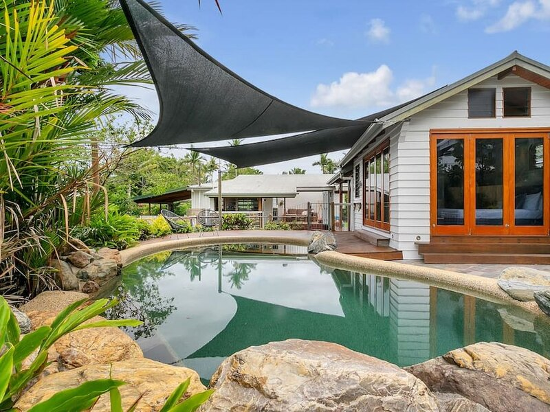 10 Flemming Street · Lazenby Lodge -  Stunning Private Pool, casa vacanza a Holloways Beach