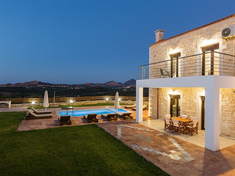 Dimokritos Villa VI! Private Pool, 10 meters walking distance to regional tavern, holiday rental in Panormos