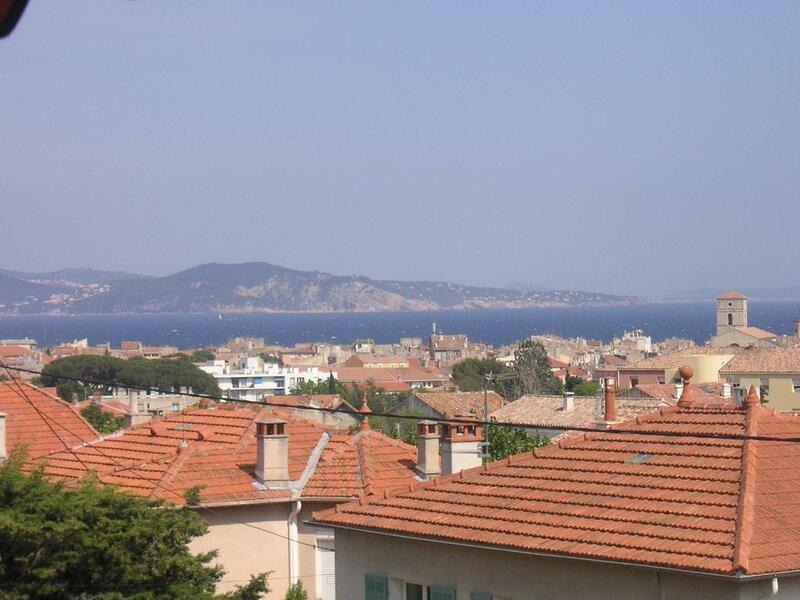Appartement avec balcon et très belle vue mer, location de vacances à La Ciotat