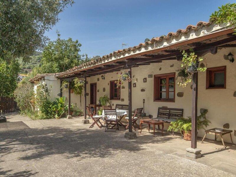 Casa rural el Laurel con Jacuzzi by Lightbooking, aluguéis de temporada em Juncalillo