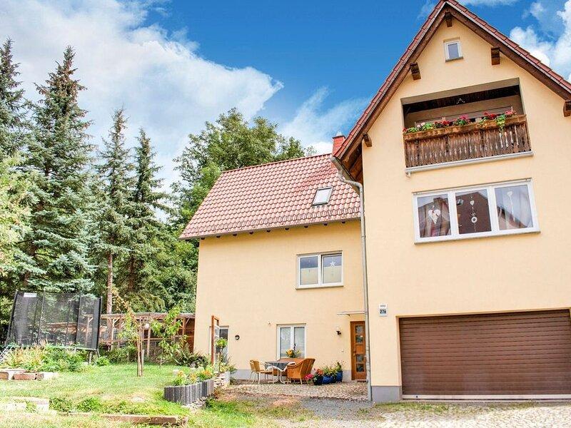 Tasteful Apartment in Wünschendorf with Private Garden, location de vacances à Stadtroda