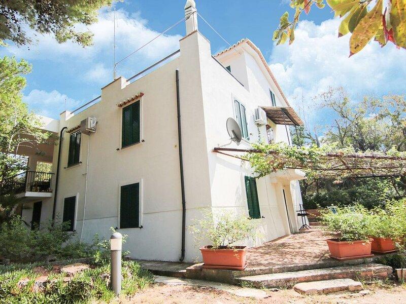 Enticing Villa in Ricadi with Pool, vakantiewoning in Brattiro