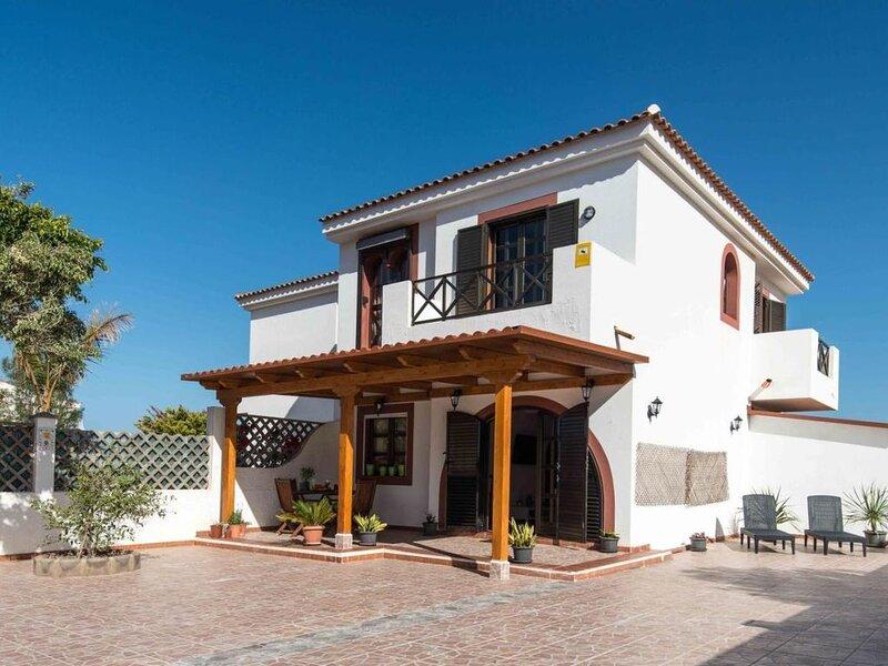 Villa en Agaete terraza privada 6 personas wifi gratis, aluguéis de temporada em Agaete