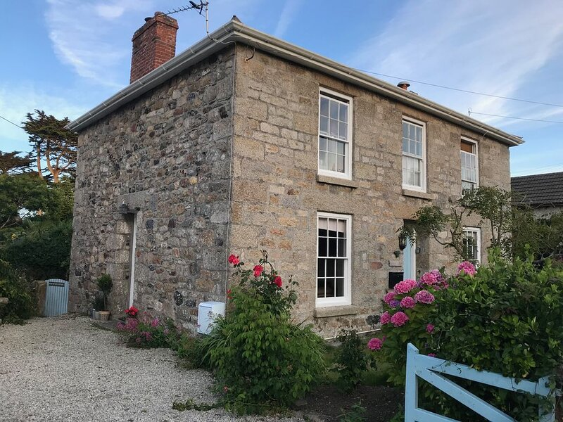 1840's Character Cottage in the Village of Lelant Minutes from Porthkidney Beach, holiday rental in St Ives