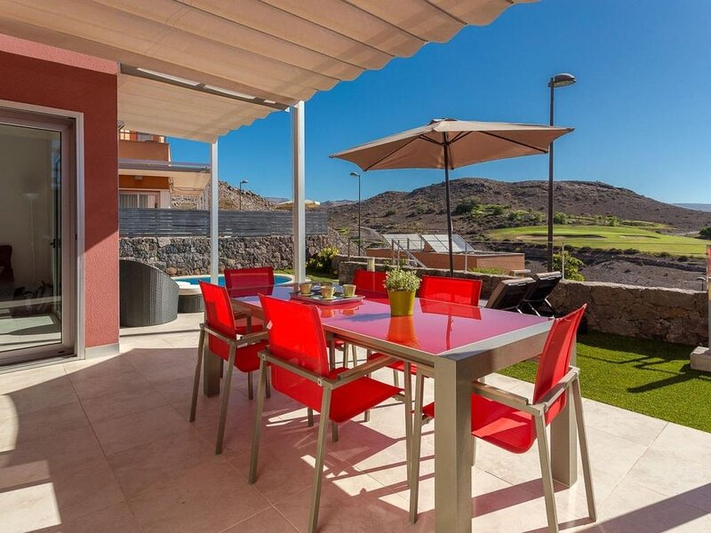 Villa Salobre Golf piscina privada climatizada by Lightbooking, holiday rental in Cercados de Espinos