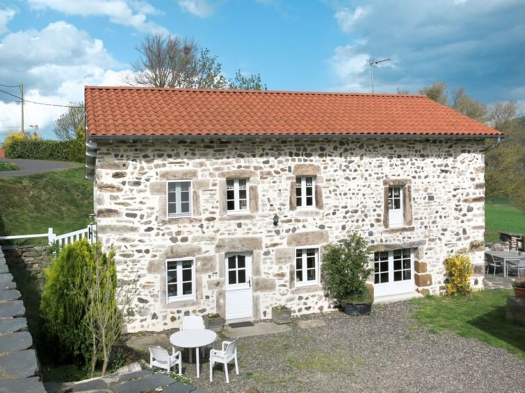 Vacation home in Chamalieres - sur - Loire, Auvergne - 6 persons, 3 bedrooms, holiday rental in Saint-Vincent