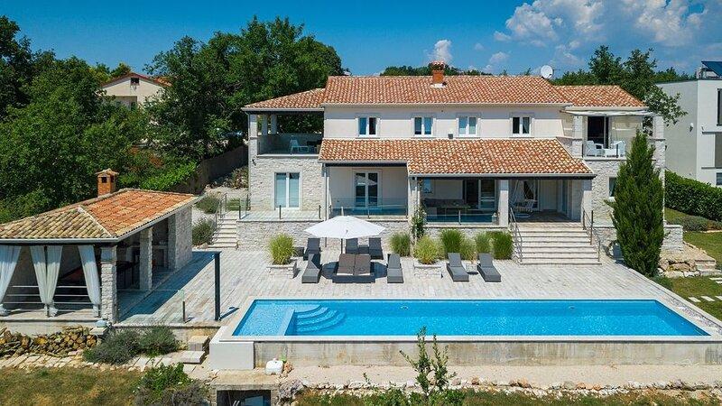 Luxury modern villa with pool near Porec, alquiler vacacional en Vranje Selo