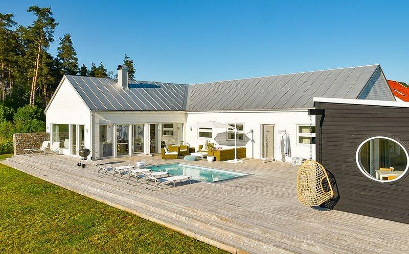 Öland full komfort med uppvärmd pool & kvällsol – semesterbostad i Kalmar