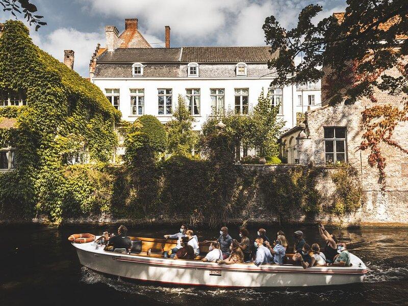 Romantisch huisje met private tuin en zicht op de Groenrei in Brugge!, holiday rental in Sint Andries