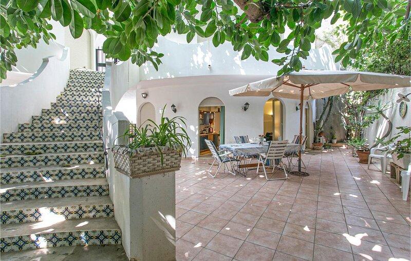 2 Zimmer Unterkunft in Puntasecca (RG), vacation rental in Punta Braccetto