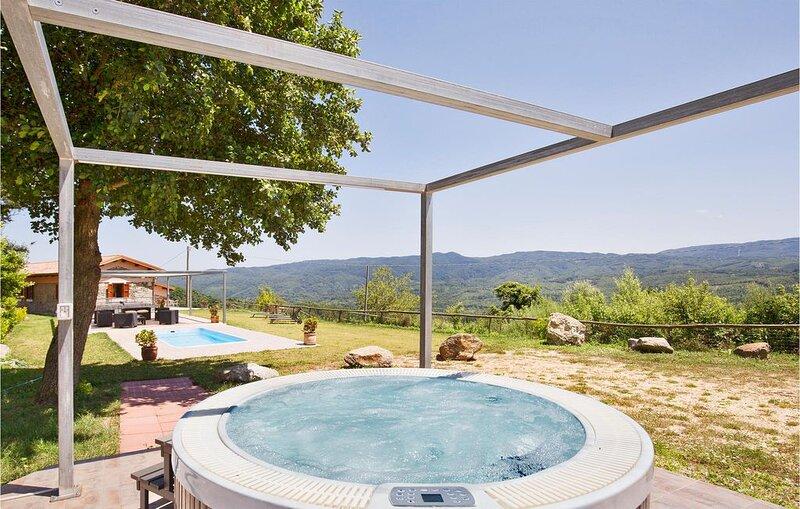 4 Zimmer Unterkunft in Torre di Ruggiero CZ, holiday rental in Soriano Calabro
