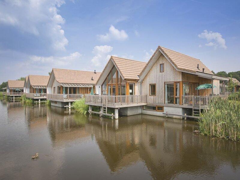 Luxus 6-Personen-Wasserhaus im Ferienpark Landal De Reeuwijkse Plassen – semesterbostad i Aarlanderveen