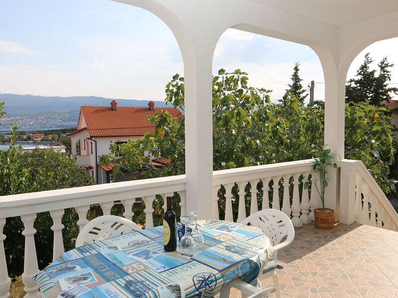 Apartments Nadenic (10065-A2) - Silo - island Krk, location de vacances à Polje