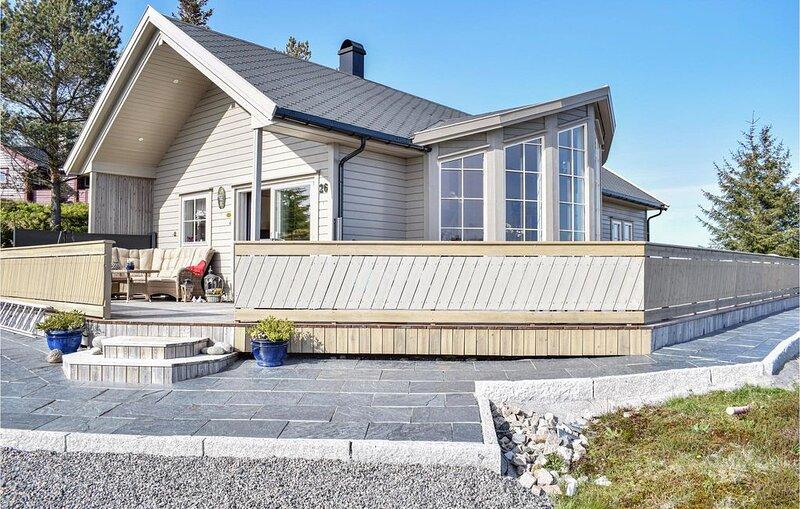 3 Zimmer Unterkunft in Torangsvåg, Ferienwohnung in Os Municipality