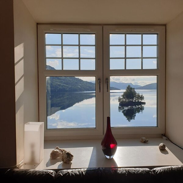 Apartment in historic house with stunning views over Loch Katrine, holiday rental in Tarbet