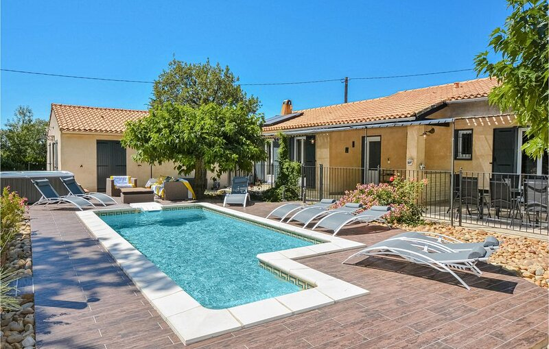 4 Zimmer Unterkunft in Eyragues, holiday rental in Eyragues