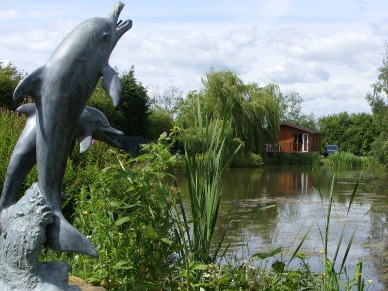 Stunning Lakeside Lodge, holiday rental in Wigginton