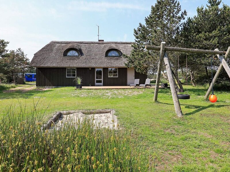 Picturesque Holiday Home in Blåvand With Sauna – semesterbostad i Blaavand