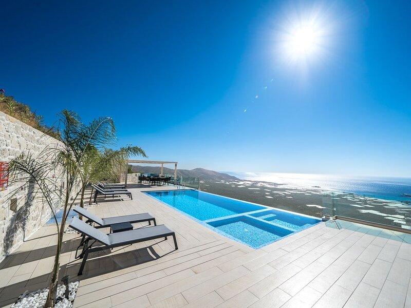 Luxurious 3bd Villa *breathtaking sea view*, holiday rental in Kavousi
