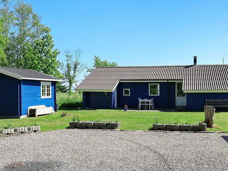 Charming holiday home in Hadsund with Whirlpool, vacation rental in Hadsund