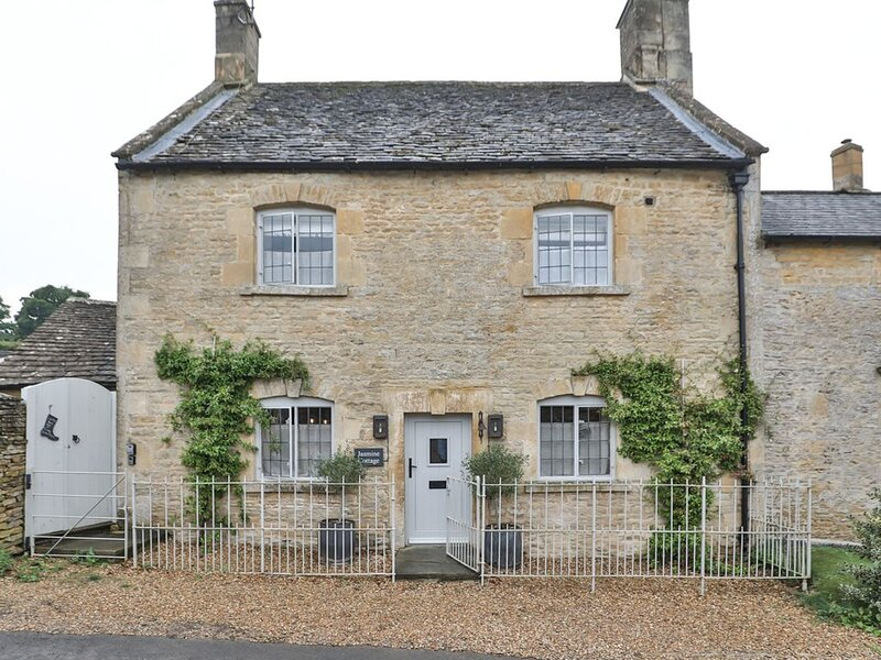 Luxury Cotswold Cottage, Idea for families, pretty village location in AONB, casa vacanza a The Slaughters
