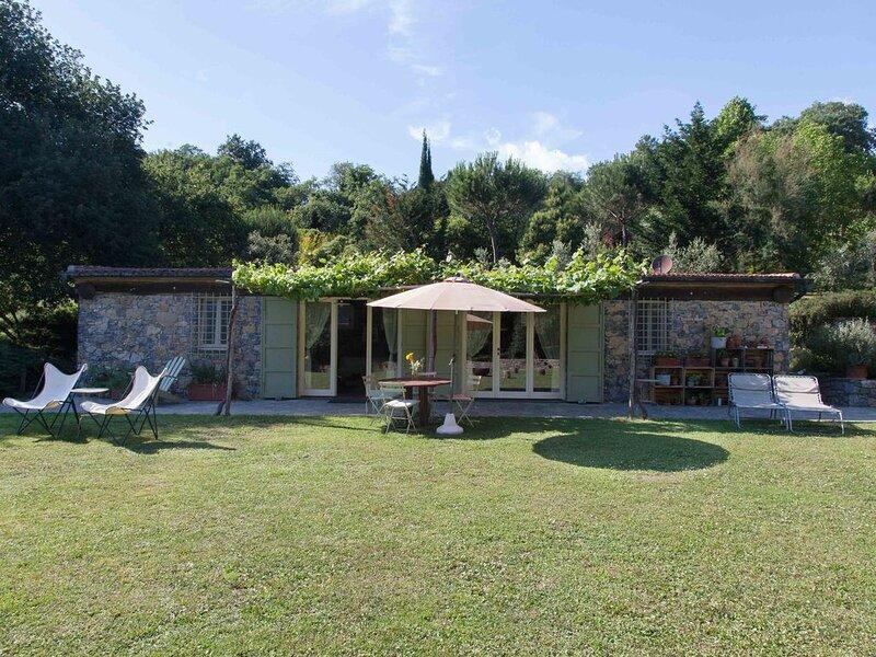 Dolinetta - nature, wine, trails, sea and pool - Pian della Chiesa, holiday rental in Tellaro