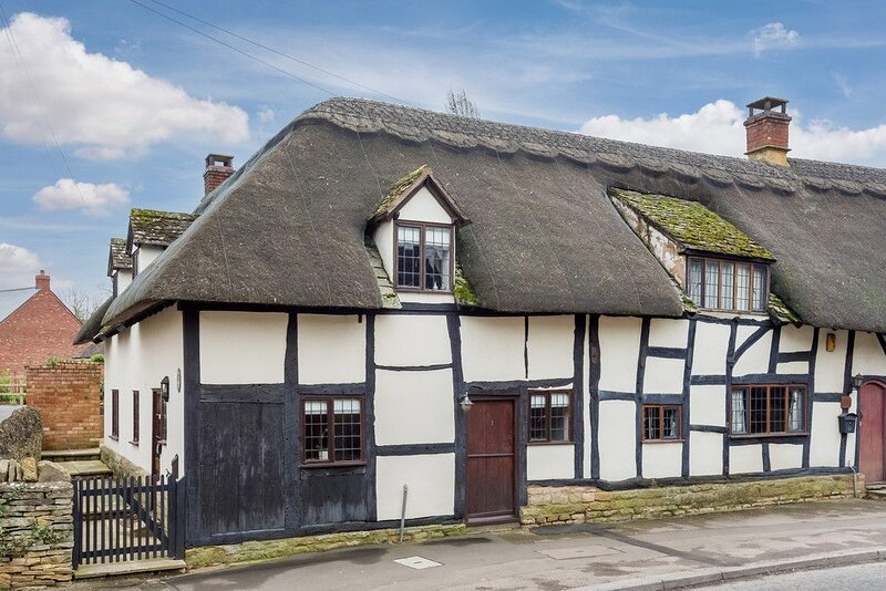 16th Century Grade II Listed Thatched Cottage, alquiler vacacional en Long Marston