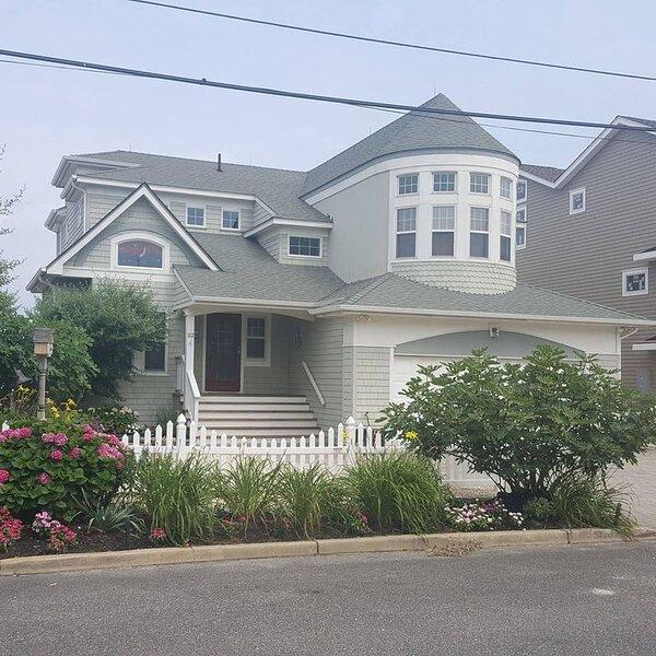 LBI Bayfront Rental, Amazing Sunsets, 5 Bedroom, 4.5 Bath, Sleeps 11, vacation rental in Beach Haven