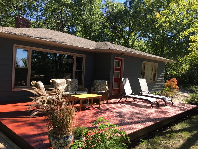 Norwood Cottage on lake Michigan, sleeps 6, dogs welcome, casa vacanza a Coloma