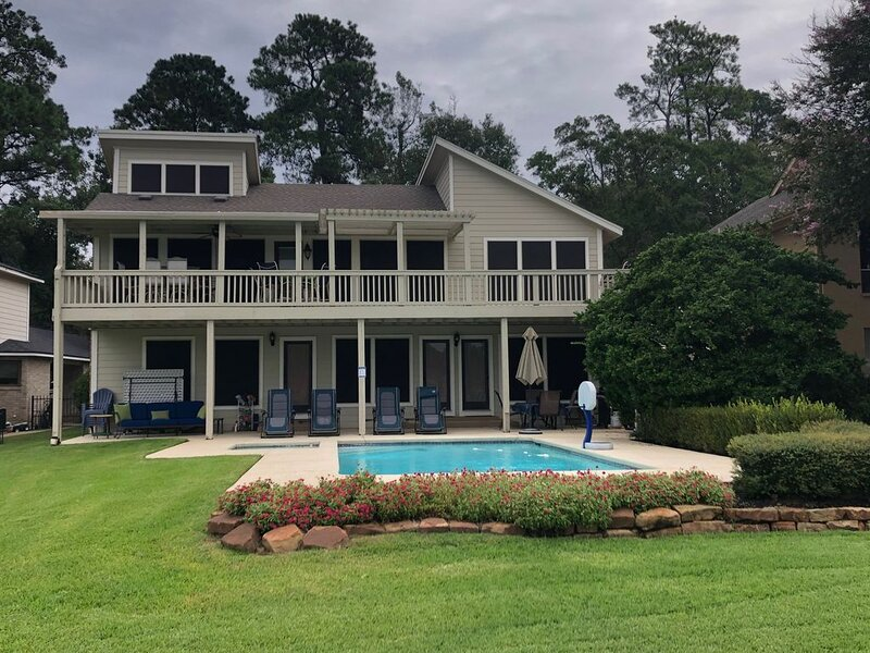 Wake To The Lake In This Family Friendly Home That Sleeps12 With Pool & Spa!, holiday rental in Plantersville