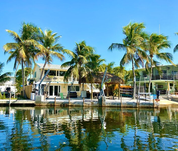 WATERFRONT HOUSE & DOCK next to JOHN PENNEKAMP Park - Sunkissed Vacation Rental, location de vacances à Tavernier