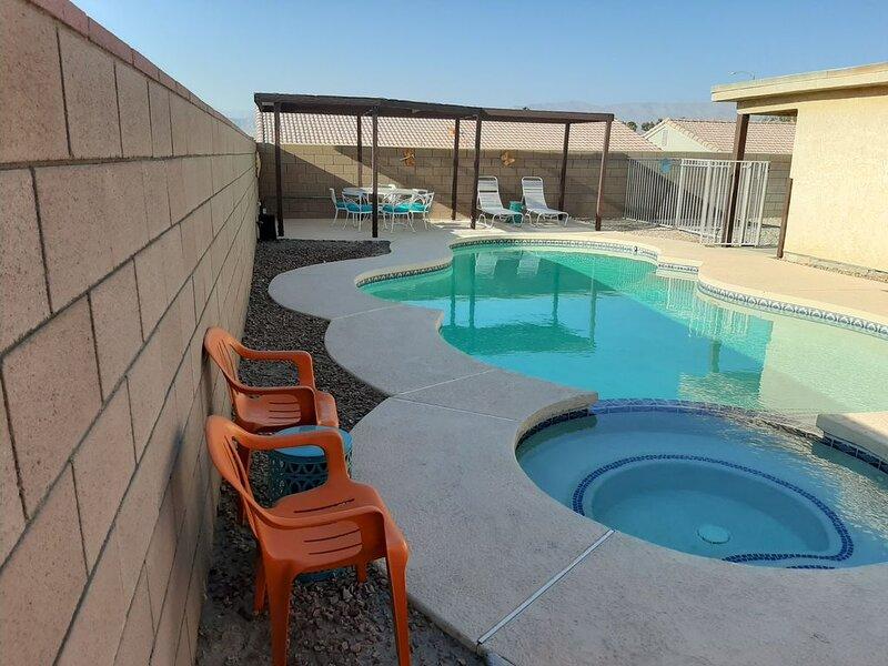 Coachella Fest & Polo Fields just short walk from 4BR POOL Home sleeps up to *12, alquiler de vacaciones en Indio