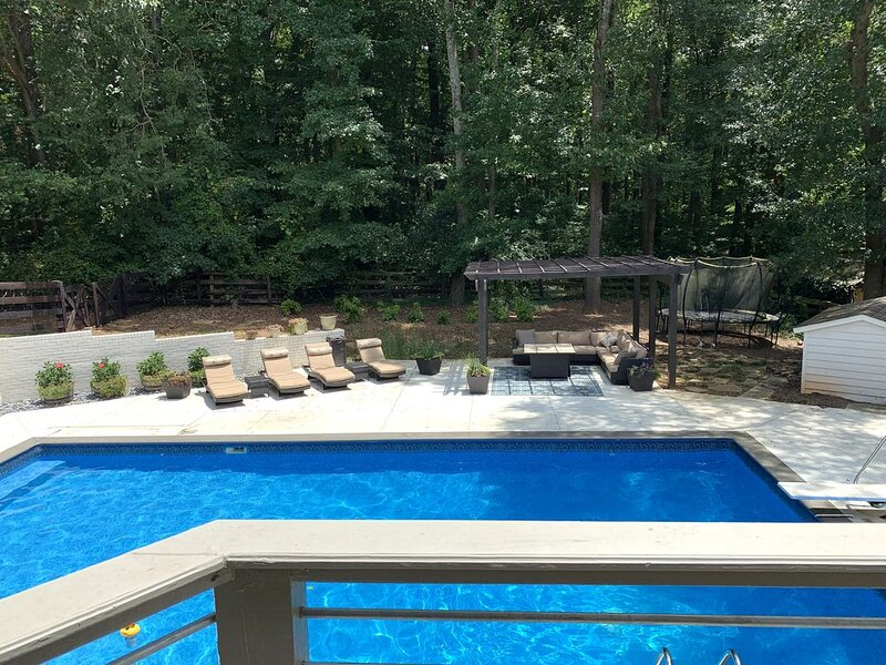 Borders Nat'l Park, Pool, Hot Tub, Fenced, Overlooks Horse Farm, Tesla Charging, vacation rental in Acworth