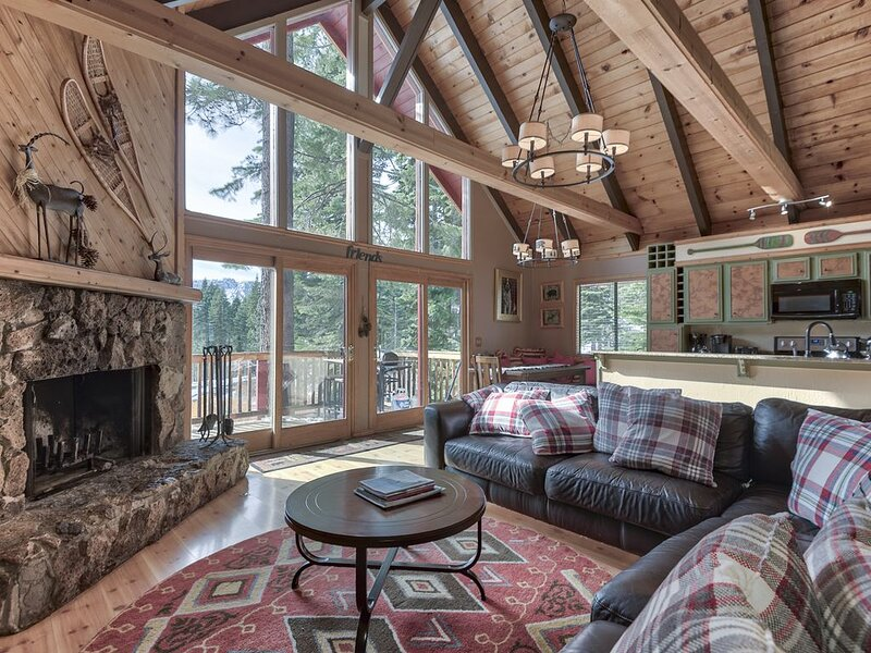 Walk to Ski Lift Tahoe City !!!!! 6br/3ba, Sauna, Hot Tub, Pool Table – semesterbostad i Tahoe City