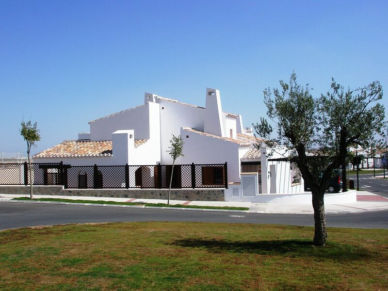 Magnificent 3 bedroom villa with private pool on Murcia's premier golf resort, location de vacances à Banos y Mendigo