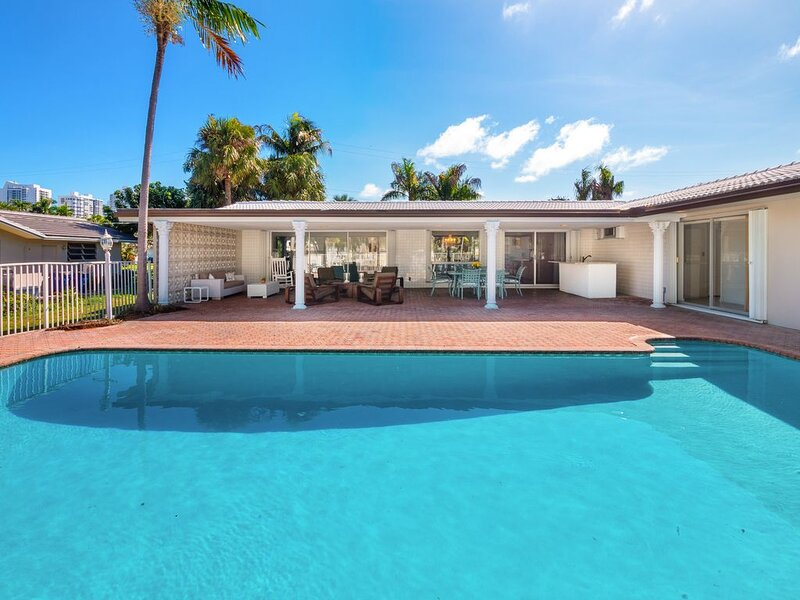 Floridian Estate on the Water, vacation rental in Hallandale Beach