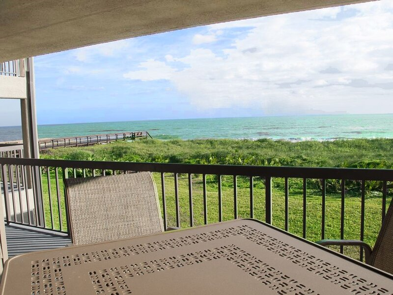 A Charming Oceanfront Condo - 1/2 Mile North of St. Augustine, location de vacances à Saint-Augustine
