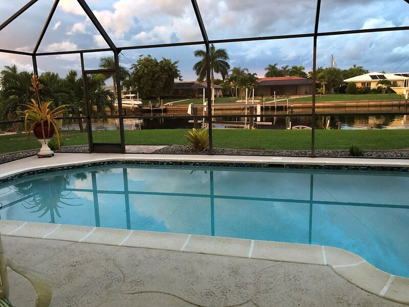 Punta Gorda Isles Completely Updated 2b/2b Waterfront Pool Home with Dock, vacation rental in Punta Gorda