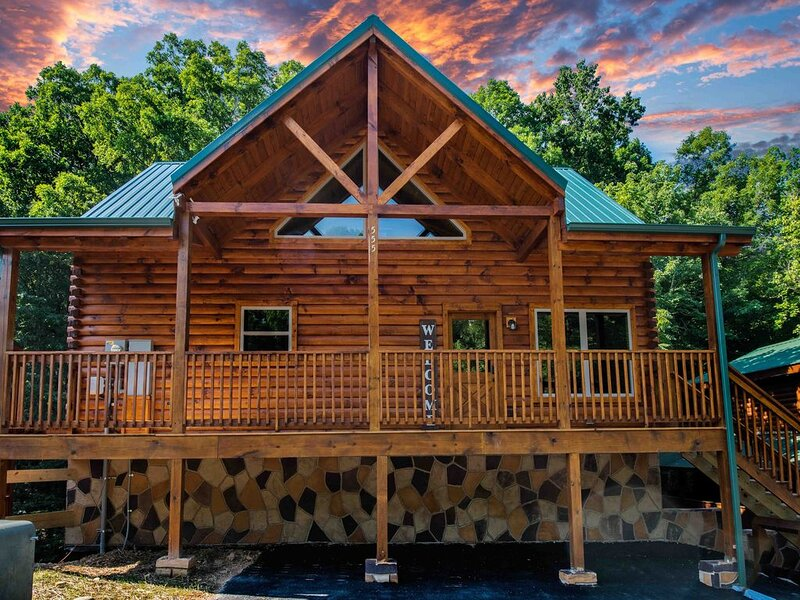 JUST BUILT! 4Bds/4Bth Large Family Cabin, vacation rental in Pigeon Forge