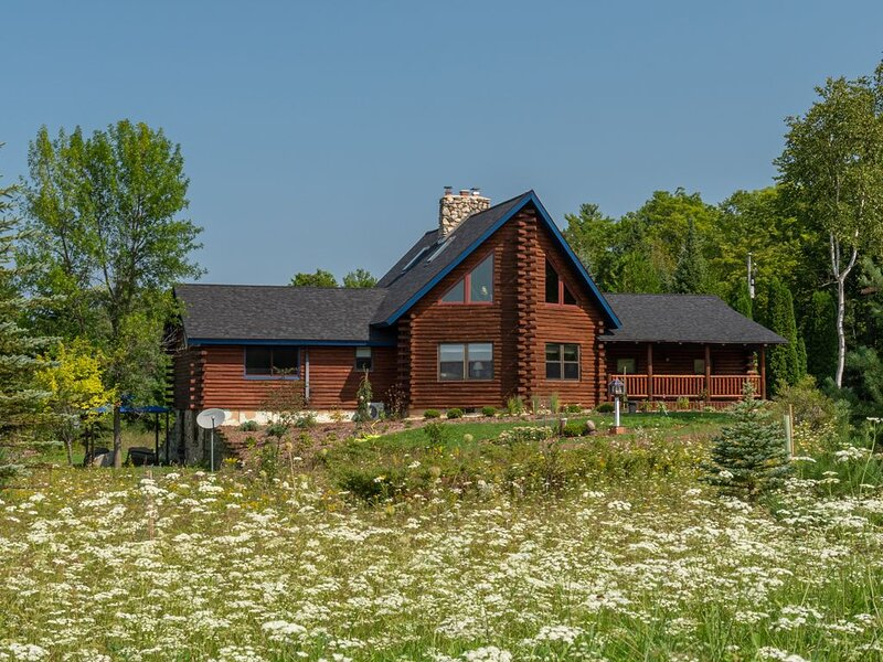 Serendipity Meadow: Family-friendly, Luxurious and relaxing 7-acre oasis, holiday rental in Gills Rock