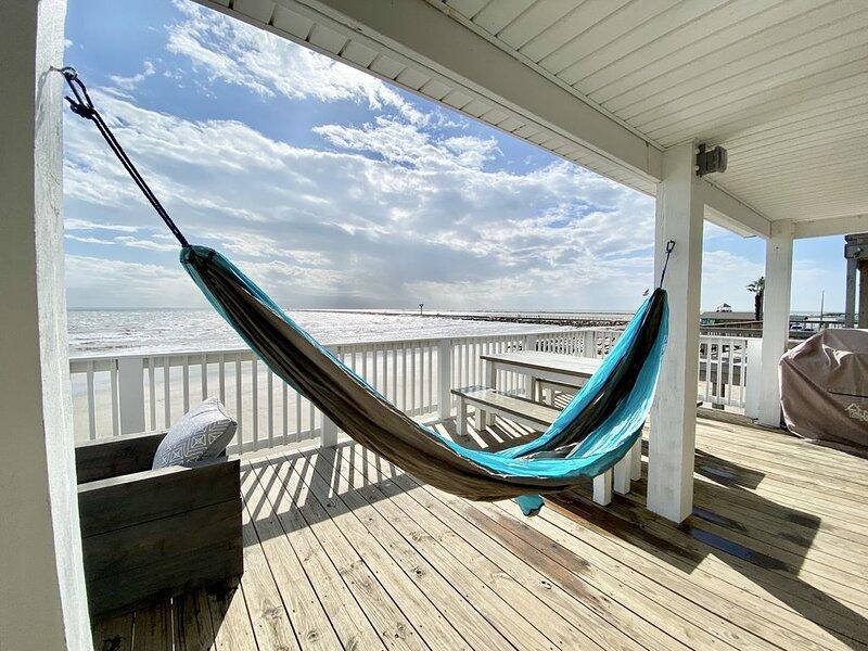 SUNRISE and SHINE ~ Prime Beachfront Property ~ Directly On Pedestrian Beach, alquiler vacacional en Brazoria