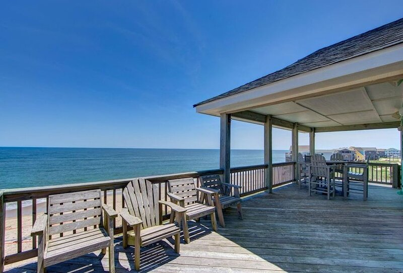 Wonderful Oceanfront Home with Unobstructed Ocean Views!, casa vacanza a Rodanthe