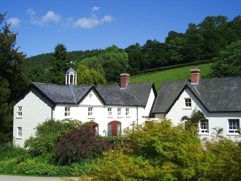 Forest Cottage and Keep. Joined cottages on 4 Acre small holding with tennis, vacation rental in Kerry