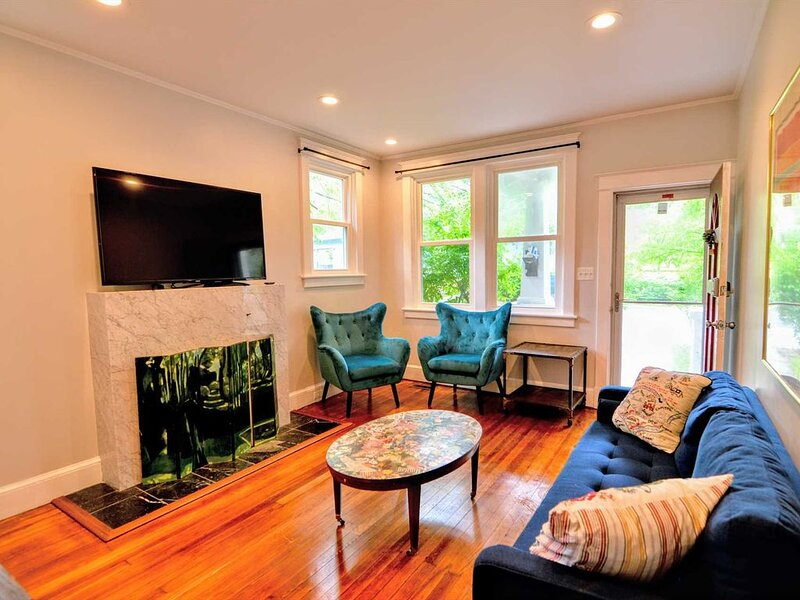 Cozy Craftsman Cottage in Takoma Park 2 bedroom 1 Bath Up to Date and IN STYLE, vacation rental in Adelphi