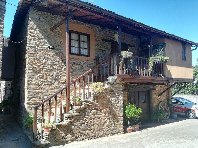 Casa rural (alquiler íntegro)  para 7 personas, vacation rental in Ozuela